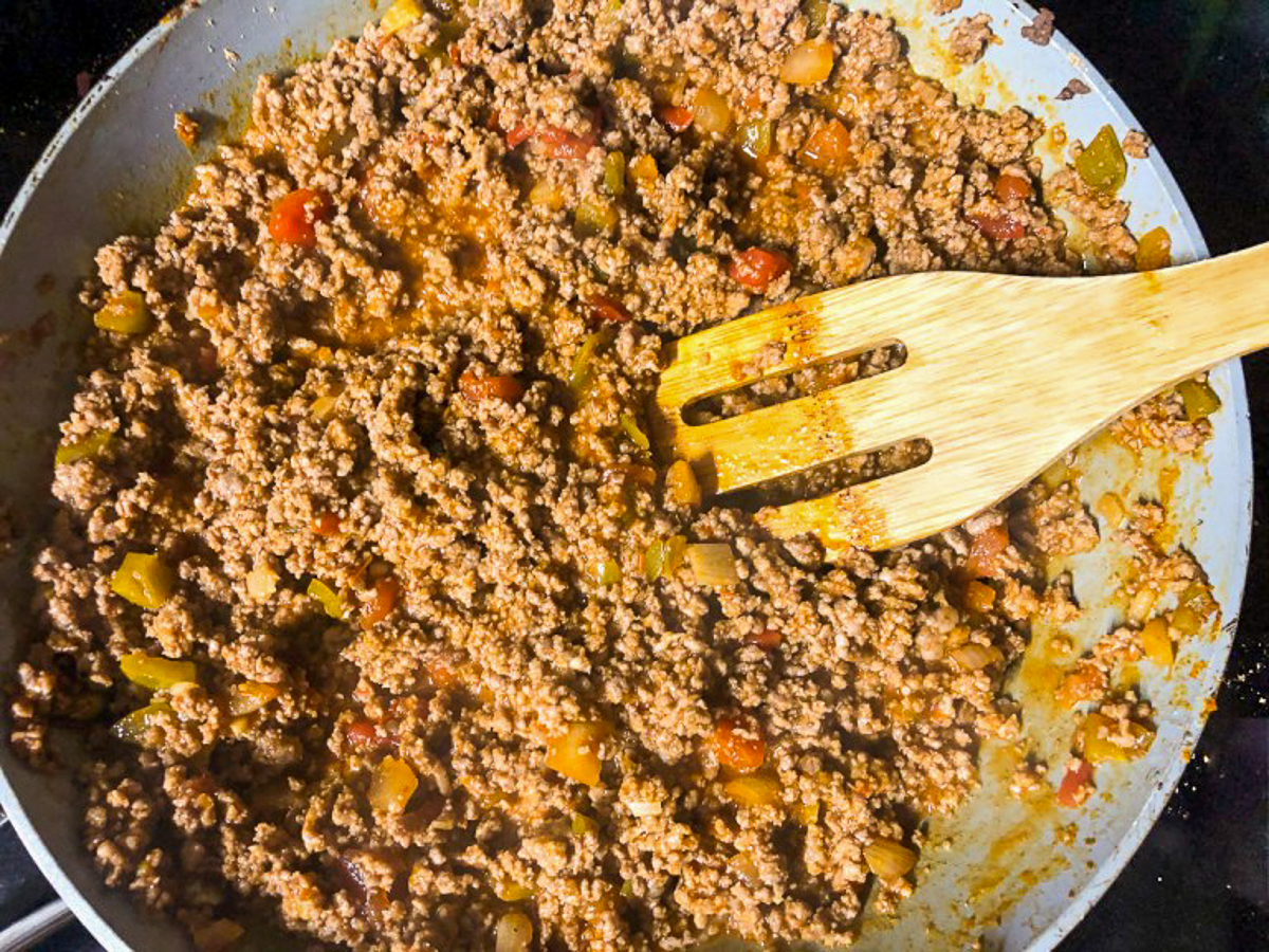 adding salsa to ground beef for taco pasta